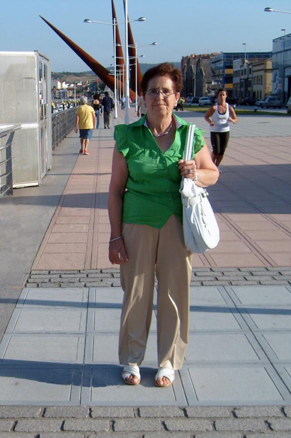 Mi esposa paseando
