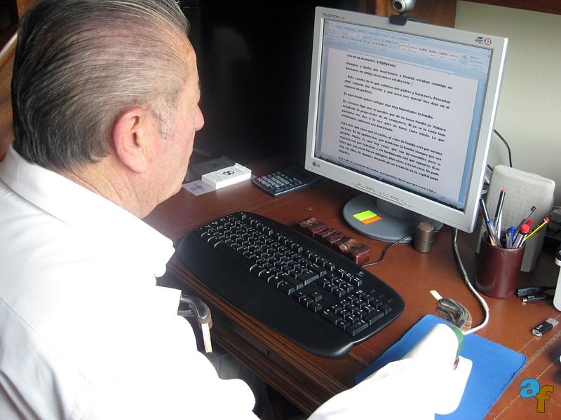Escribiendo mis libros en el ordenador II